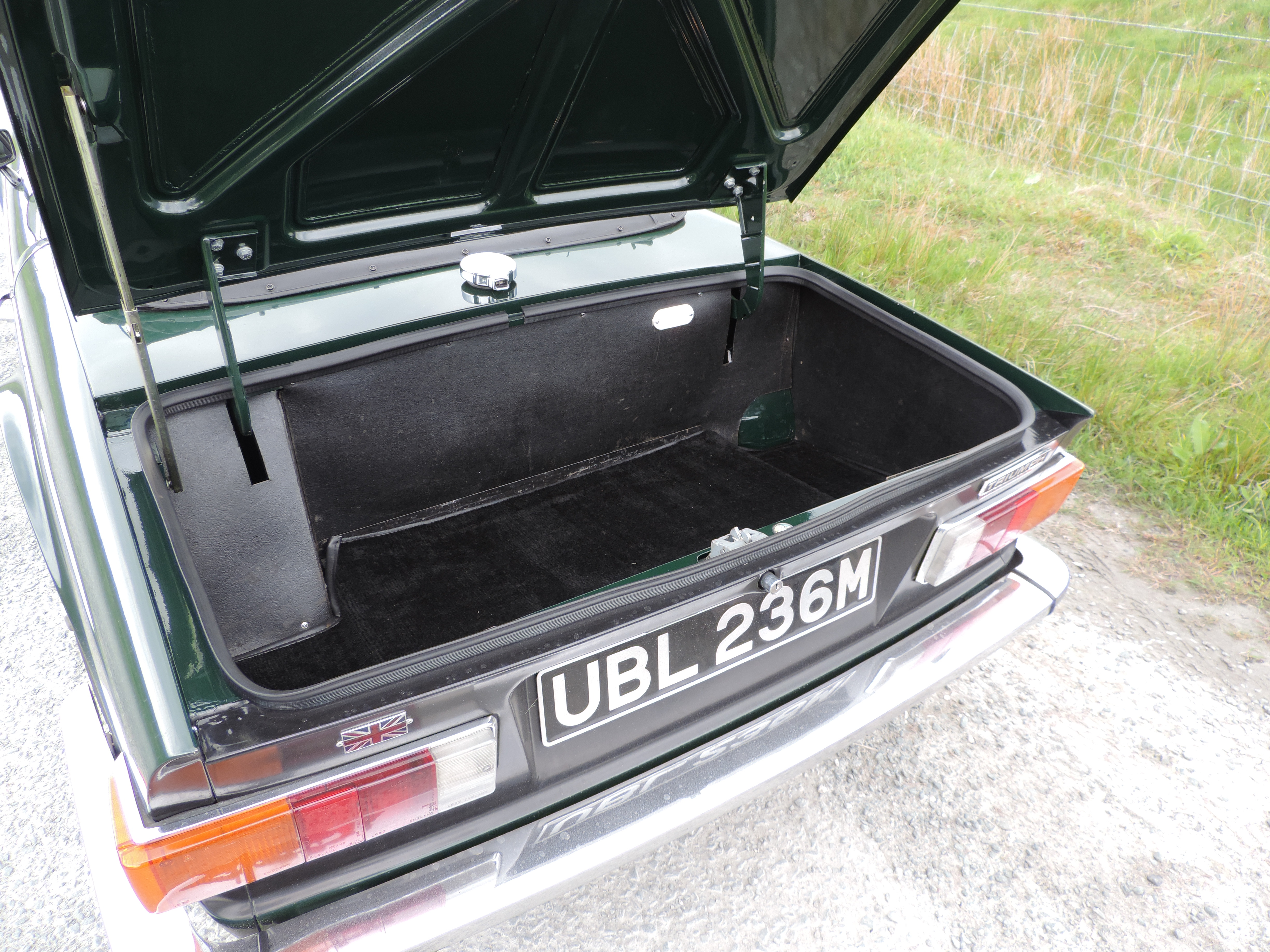 TR6 Boot
